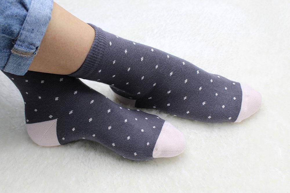 chaussettes à pois gris soketi